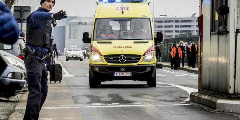 Hulpdiensten arriveren bij de luchthaven. FOTO ANP/JONAS ROOSENS