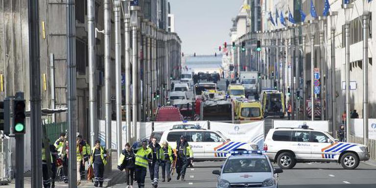De politie heeft de omgeving van metrostation aan de Wetstraat afgezet, na de terreuraanslagen. FOTO ANP/MARCEL VAN HOORN