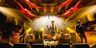 Louise Lemon in de Stadschouwburg tijdens Eurosonic. Foto: Siese Veenstra