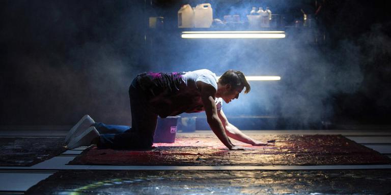 De speciaal voor deze voorstelling extreem getrainde Bram van der Heijden als Dorian. Foto Reyer Boxem