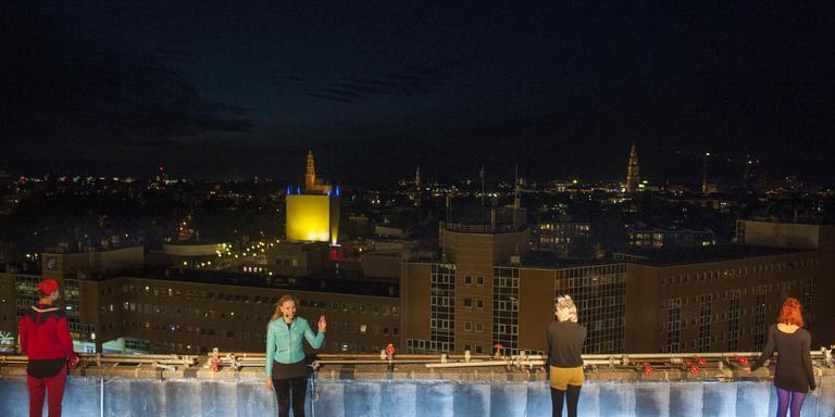 PeerGrouP met 'Geluk/Stesti' op het dak van The Big Building in Groningen. foto Reyer Boxem .