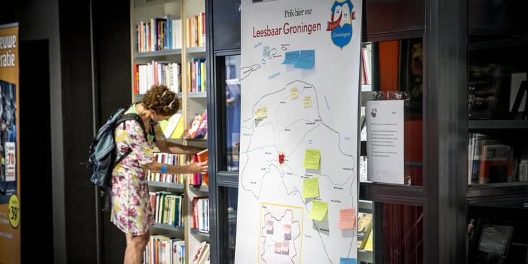 De citatenkaart voor 'Leesbaar Groningen', op de eerste verdieping van Van der Velde in Groningen. FOTO PEPIJN VAN DEN BROEKE