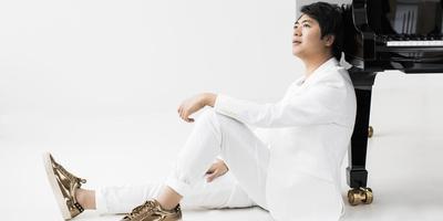De 36-jarige pianist Lang Lang ziet het als zijn missie om klassieke muziek minder eng en minder exclusief te maken. Foto: Gregor Hohenberg