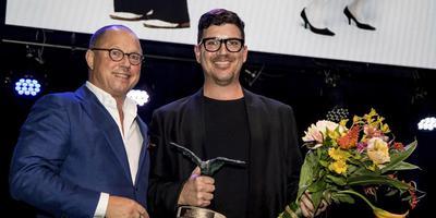 Stephen Shropshire (rechts) ontving vorig jaar een Zwaan voor 'We are nowhere else but here.'