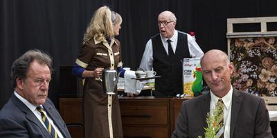 Scène uit GAS, met rechts Paul R. Kooij, de enige acteur die in september wordt vervangen. Foto: Paul Hoes