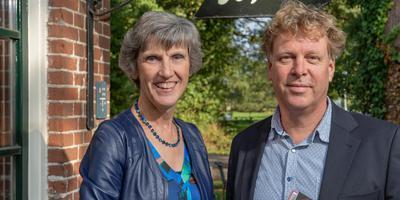 Annette Timmer en Joep van Ruiten, interviewers van De Literaire Hemel. Foto Rego Meijer