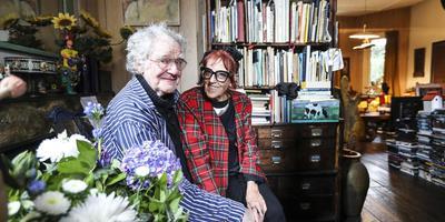 Imme Dros en Harrie Geelen zijn 55 jaar getrouwd en wonen 44 jaar in hun kleurrijke villa in Hilversum.