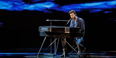 Het optreden gisteravond van Duncan Laurence met het liedje 'Arcade' tijdens de tweede halve finale van het 64ste Songfestival in Tel Aviv. Foto afp/Jack GUEZ
