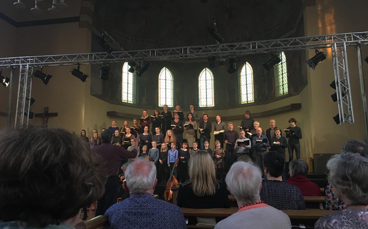 Het openingskoor 'Herr, unser Herrscher' scheen als een krachtige muzikale zonnestraal de kerk in. Foto DvhN