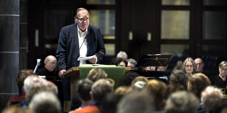 Huub Oosterhuis hield tussen het zingen door enkele korte overpeinzingen over de psalmen. Foto Peter Wassing