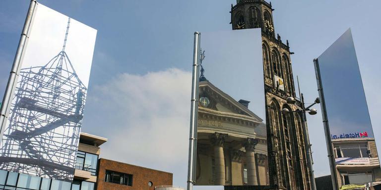 REflags van Sarah Janssen, weerspiegeling van vertrouwde beelden op de Grote Markt in Groningen.