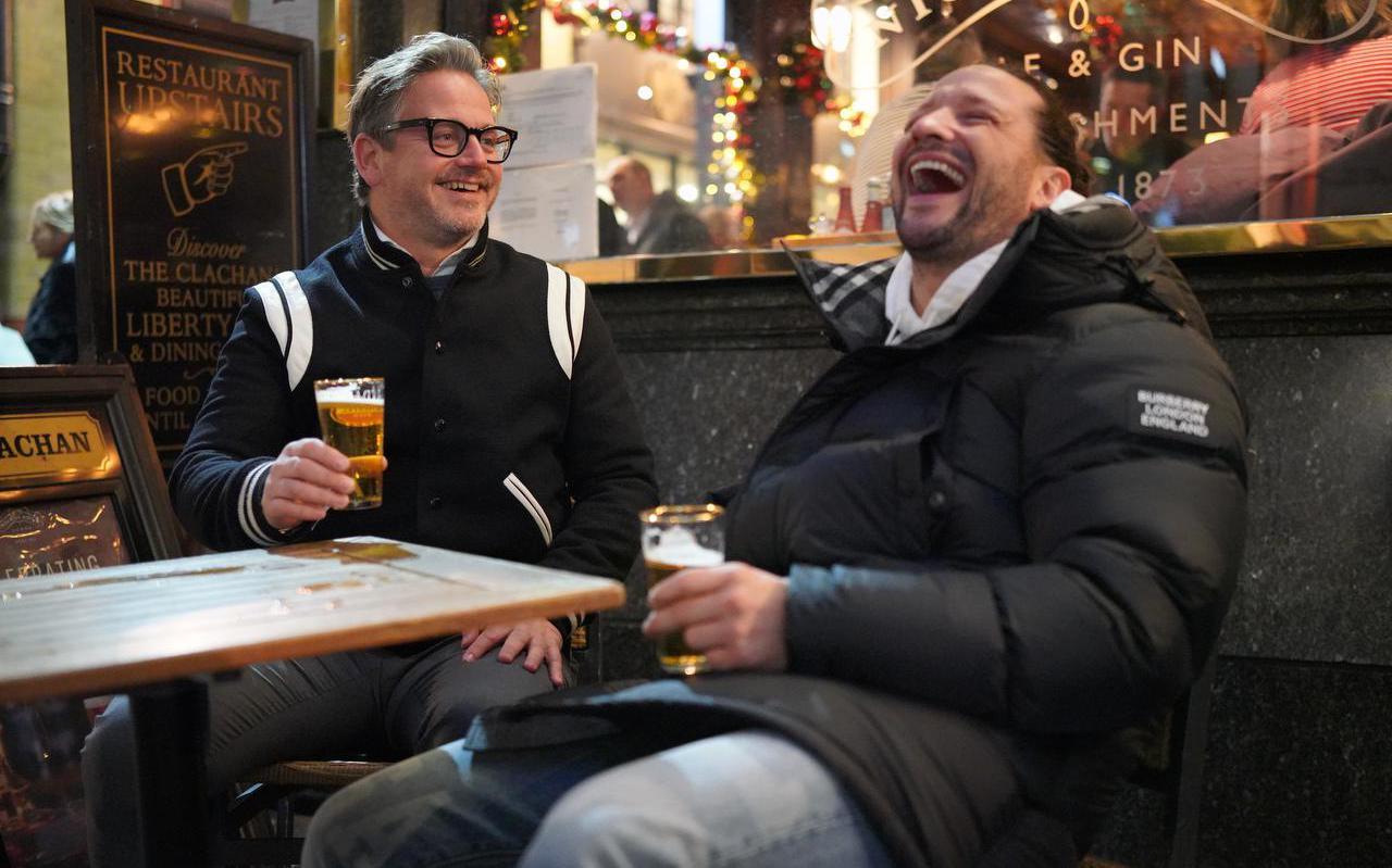 Guus Meeuwis (links), die Kraantje Pappie vroeg mee te doen aan The Streamers.