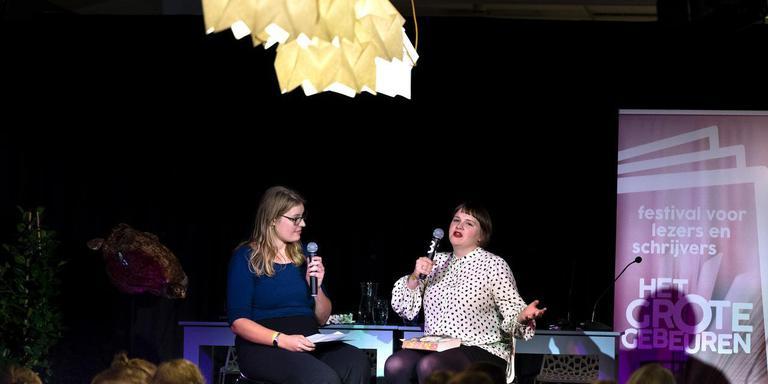 Esme van den Boom in gesprek met Imogen Hermes Gowar.