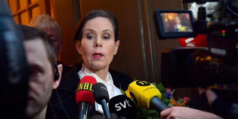 Voorzitter Sara Danius licht haar vertrek toe. Foto AFP