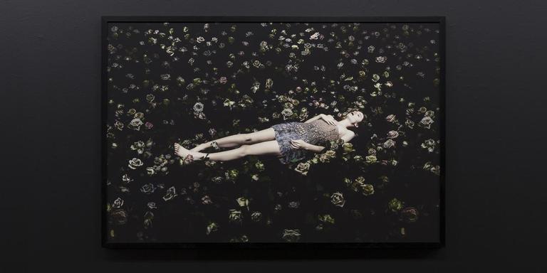 Werk voor Versace door Rahi Rezvani. Foto Hanne van der Velde