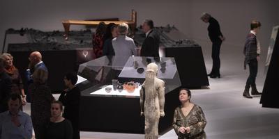 Publiek vergaapt zich bij de opening van de grote archeologische tentoonstelling over Nubië aan de pracht en praal die deze Afrikaanse grootmacht heeft voortgebracht. Foto Drents Museum/Sake Elzinga