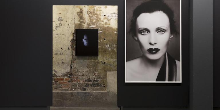 Zaalfoto tentoonstelling Rahi Rezvani in Fotogalerie Noorderlicht. Foto Hanne van der Velde
