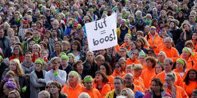 Basisschoolleraren tijdens een protestmanifestatie uit onvrede over hun te lage salaris en te hoge werkdruk. Foto Bas Czerwinski
