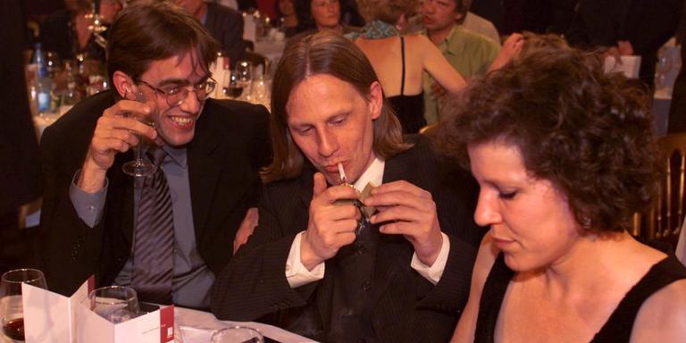 Nanne Tepper (midden) tijdens de bekendmaking van de Libris Literatuurprijs in 1999. Harry Mulisch won met De Procedure. Rechts zijn uitgever Mizzi van der Pluijm. Links een ons onbekende man.