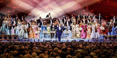 Bijgestaan door het Johan Strauss Orkest verzorgde Rieu in 2017 een nieuwjaarsconcert in de Amsterdamse Ziggo Dome. Foto Archief ANP