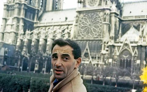 Charles Aznavour blijkt naast zanger ook filmer van bijzonder zelfportret | Recensie ★★★★☆