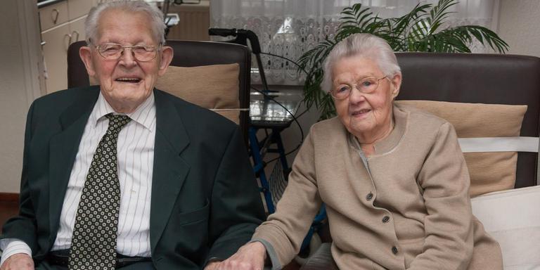 80 jarig huwelijk Arend en Aaltje Noordhuis al 80 jaar samen en nog altijd verliefd  80 jarig huwelijk