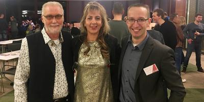 Ambassadeurs van de piratenmuziek de Evening Stars met initiatiefnemer Peter Zwiers
