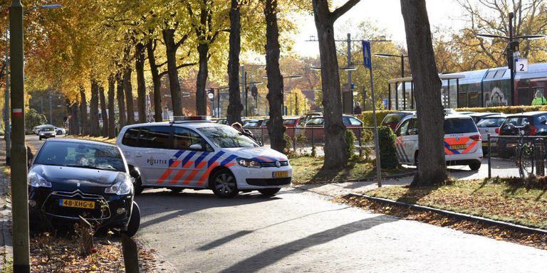 Politie in actie bij het treinstation Emmen. Foto: De Vries Media