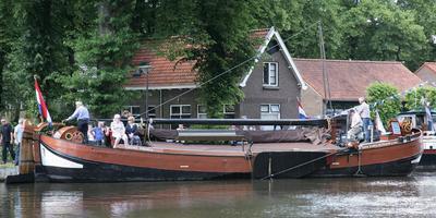 Deze spitse praam uit 1894 heeft jarenlang dienst gedaan in Hoogeveen als overslagschip voor het lossen van schepen met zand of grind. Foto: Albert Wolting