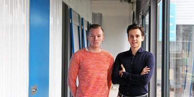 Niels van Eck (links) en Julian Doorten beginnen hun bedrijf in Hoogeveen