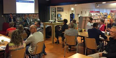 Beeld van de goed bezochte bijeenkomst in Valthermond.