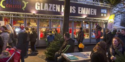 Gezellige drukte rond het Glazen Huis in 2014 in Emmen. FOTO JAN ANNINGA