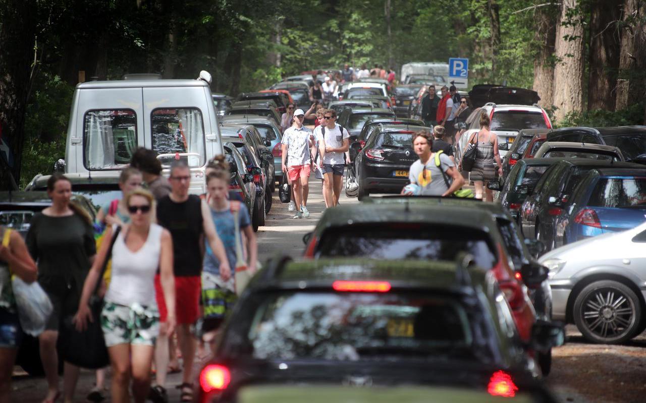 Verkeers- en parkeerchaos bij het recreatieplassen Gasselterveld en 't Nije Hemelriek bij Gasselte.