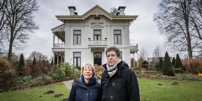 Pieter en Greet Battjes voor villa Bosch en Vaart.