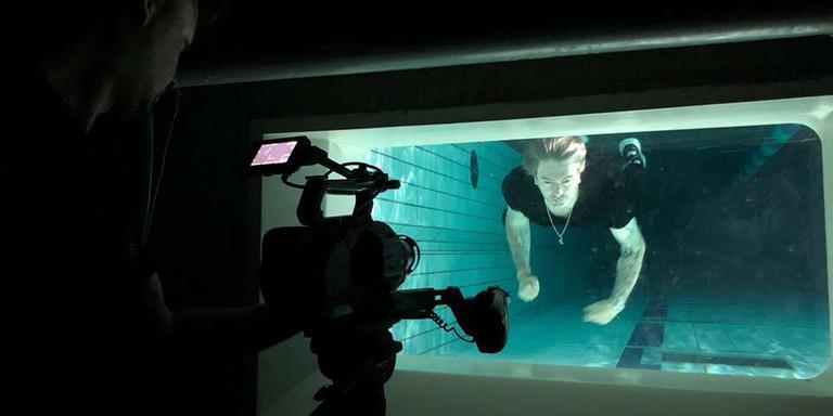 Ruud de Wild oefent al een tijdje onder water, blijkt uit een foto op zijn eigen Facebook-pagina.