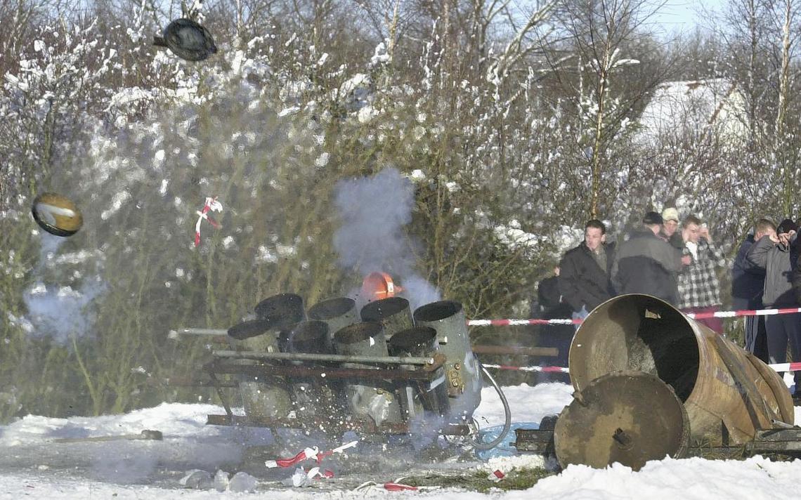 Wéér een andere locatie voor carbid schieten in Noordbarge - Dagblad van het Noorden