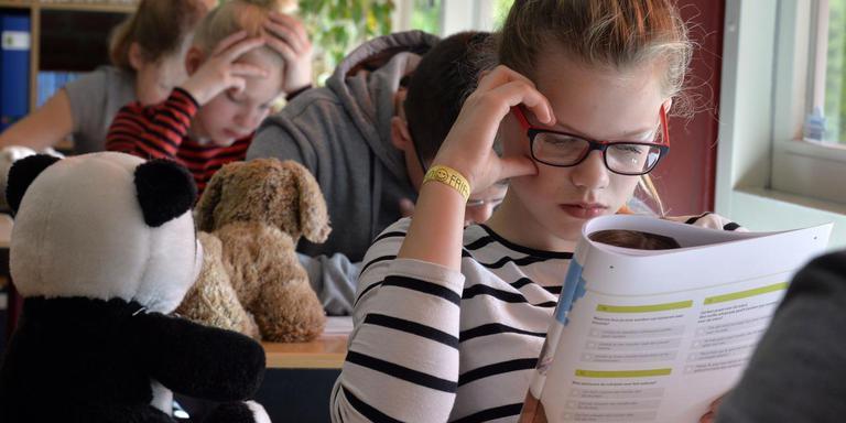 Leerlingen van basisschool De Hoeksteen in Nieuweroord maken de IEP-toets. FOTO BOUDEWIJN BENTING