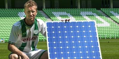 Voormalig FC Groningen speler Rasmus Lindgren promootte enkele jaren geleden het gebruik van zonnepanelen door sportclubs. Foto Peter Wassing