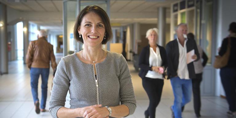 Carla van de Wiel, topvrouw Treant-ziekenhuizen. Hier in de hal van het Scheperziekenhuis. Foto: Jan Anninga