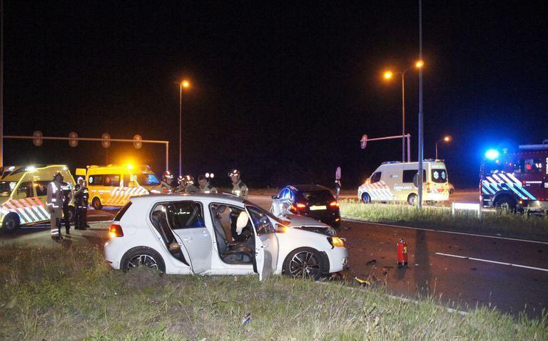 Vijf gewonden bij botsing op rondweg Emmen.