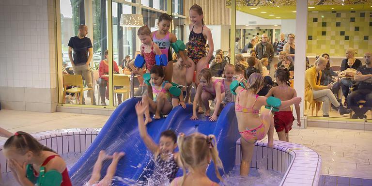 Ook de jonge proefpersonen zijn enthousiast over het nieuwe zwembad.