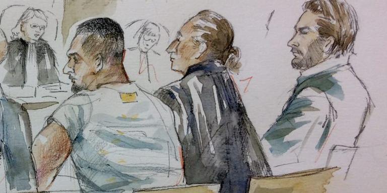 Van links naar rechts: Hassan H. met advocaat, Saied H. met advocaat en Mel E. Drie van de vijf verdachten. Tekening: Janneke de Jonge