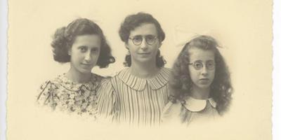 Martha Lezer uit Assen met haar dochters. Opgepakt en vermoord.