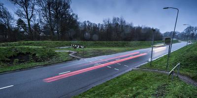 Het regent ongelukken op de Maatlanden in Roden. Foto Jan Willem van Vliet