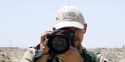 Zelfportret van defensie-combat-fotograaf Rinze Klein uit Drenthe.