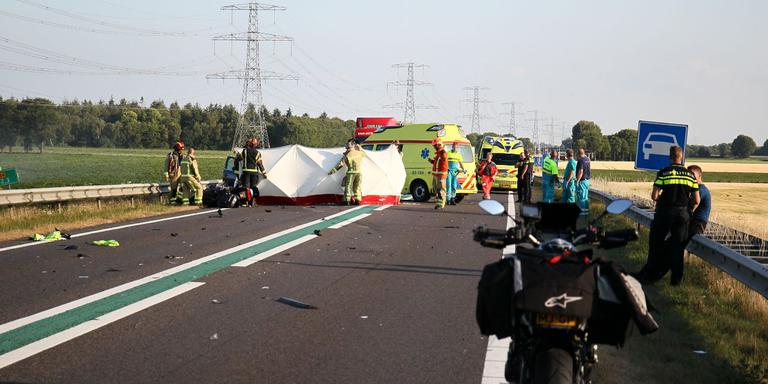 Bestuurder motor komt om bij ongeluk op N34. Foto: Van Oost Media