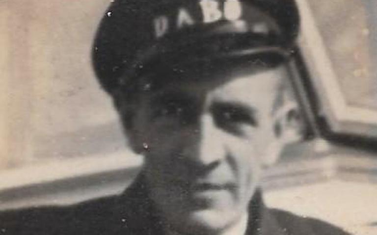 Plaquette voor buschauffeur, als eerste Hoogeveense burgerslachtoffer in Tweede Wereldoorlog
