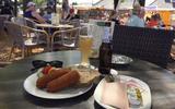 Het 12-uurtje in Norg: fietsers gaan voor kroketten en 0.0% bier