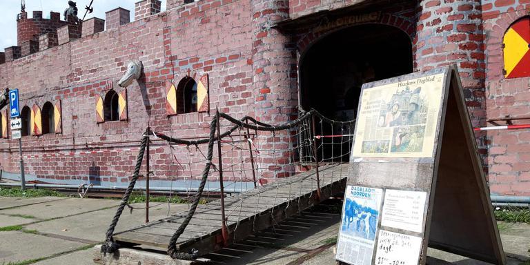 Je moet de ophaalbrug over om het kasteel te betreden. Foto DvhN