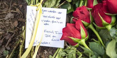 Bloemen op de plaats van het ongeval aan de Lonerstraat in Assen. Foto Archief/DvhN Marcel Jurian de Jong